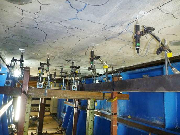 道路橋補強床版の輪荷重走行試験及びコンクリート系床版の解析的耐久性評価手法に関する試算業務