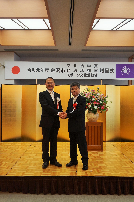 弊社社長の新家久司が、令和元年金沢市経済活動賞を受賞しました