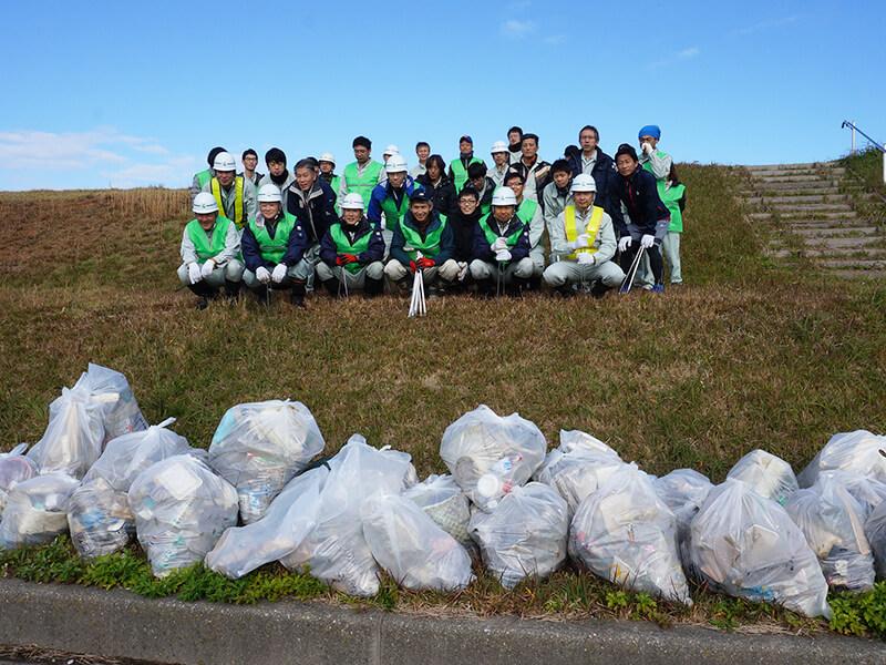 【ボランタールクラブ】河原でたくさんのゴミを集めました。