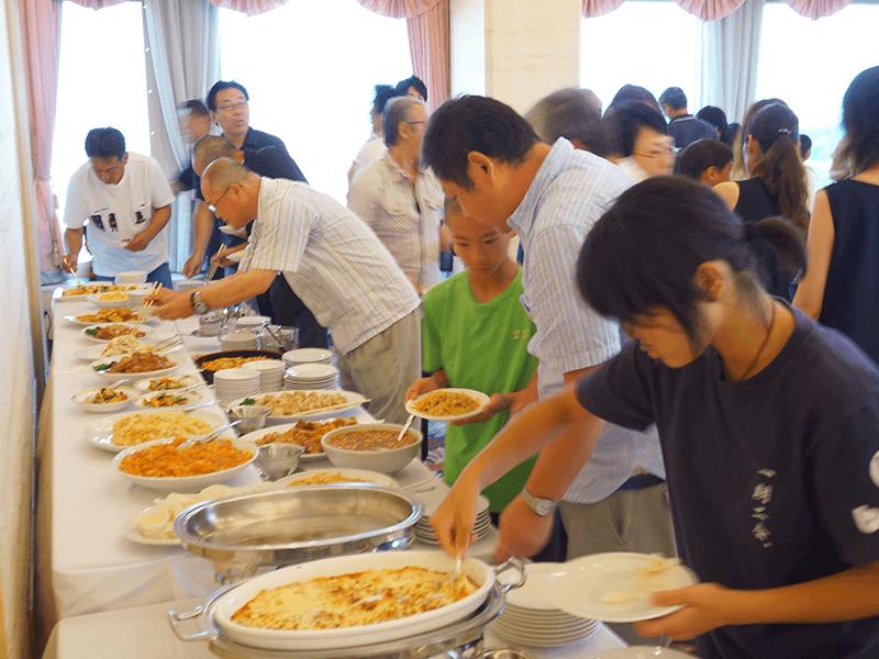 【社員・家族慰労会】美味しいご飯に夢中です。